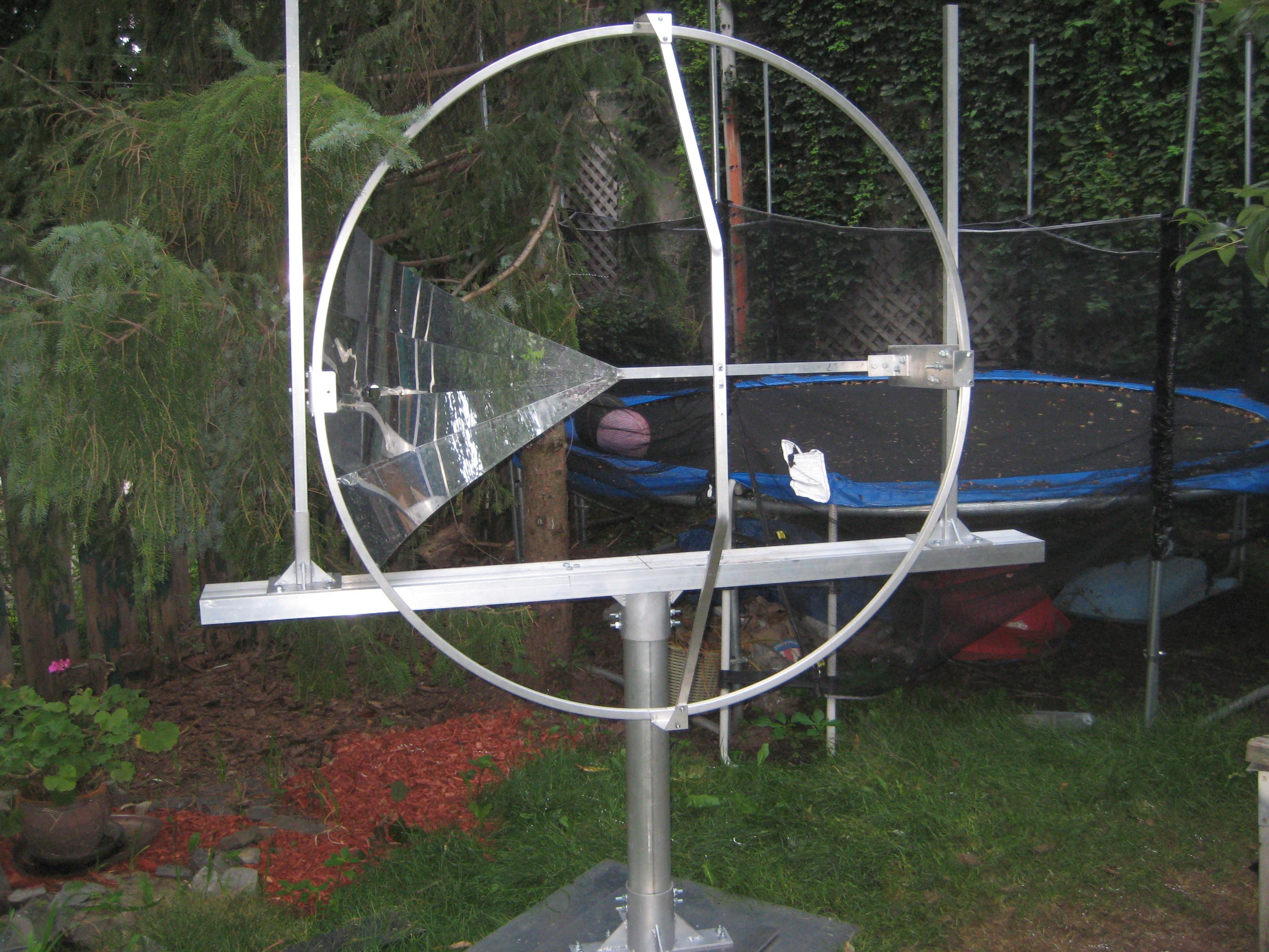 Parabole solaire avec stockage de l 39 nergie solaire for Miroir parabolique solaire